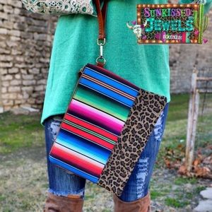 ✨New✨Serape & Leopard Clutch!